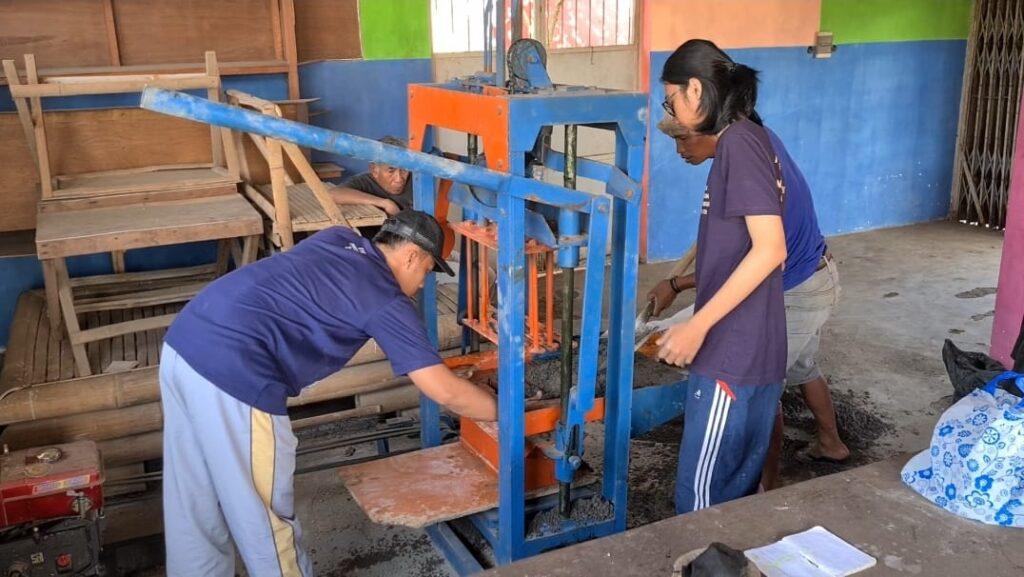 Servis Mesin Cetak Batako, PMM 7 UMM Solusi UMKM Desa Pandesari 2