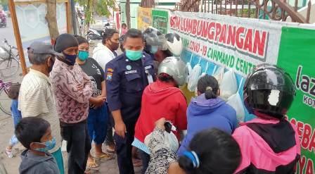 RSI Aminah Kota Blitar Edukasi Warga Tanggap Covid-Bagi Puluhan Box Sembako 2