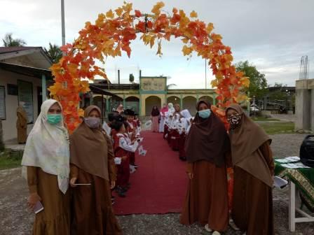 Siswa Baru SDIT Muhammadiyah Manggeng Aceh Dijemput Becak Hias 1