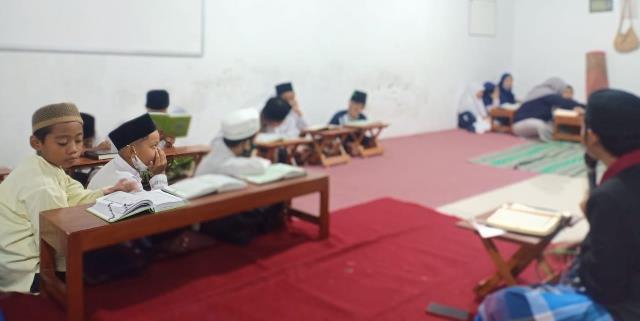 PMM 43 UMM Latih Tilawatil Qur'an Santri-Santriah TPQ At Taqwa Dermo 1
