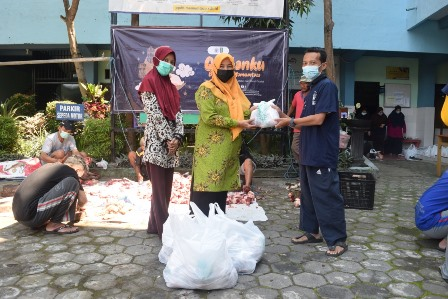 Relawan Mamumtaza Malang Selain Bagi Daging Qurban, Bantu Warga-Pelajar Isoman 1