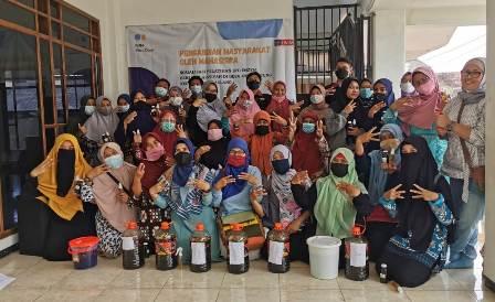 PMM Mitra Dosen Peternakan UMM, Latih PRA Jetak Asri Eco Enzym 1