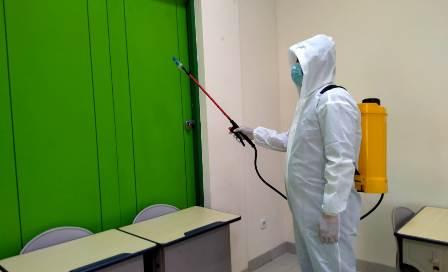 Antisipasi Cluster Sekolah, SD Muhammadiyah 29 Surabaya Desinfektan Seluruh Ruangan 1
