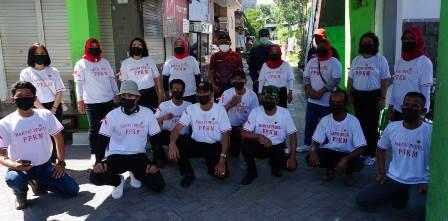 Komunitas Rakyat Peduli PPKM Bantu Beras Warga Sukomanunggal Surabaya 1