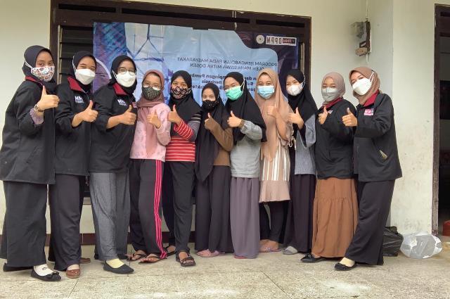 PMM UMM Mitra Dosen Latih Karang Taruna Pesanggrahan Batik Shibori 1