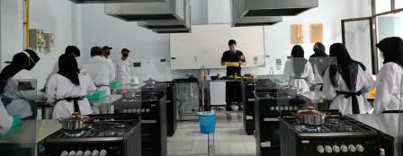 Kompetensi Tata Boga SMK Mugas, Praktek Dudi Pasta Cooking Class 1