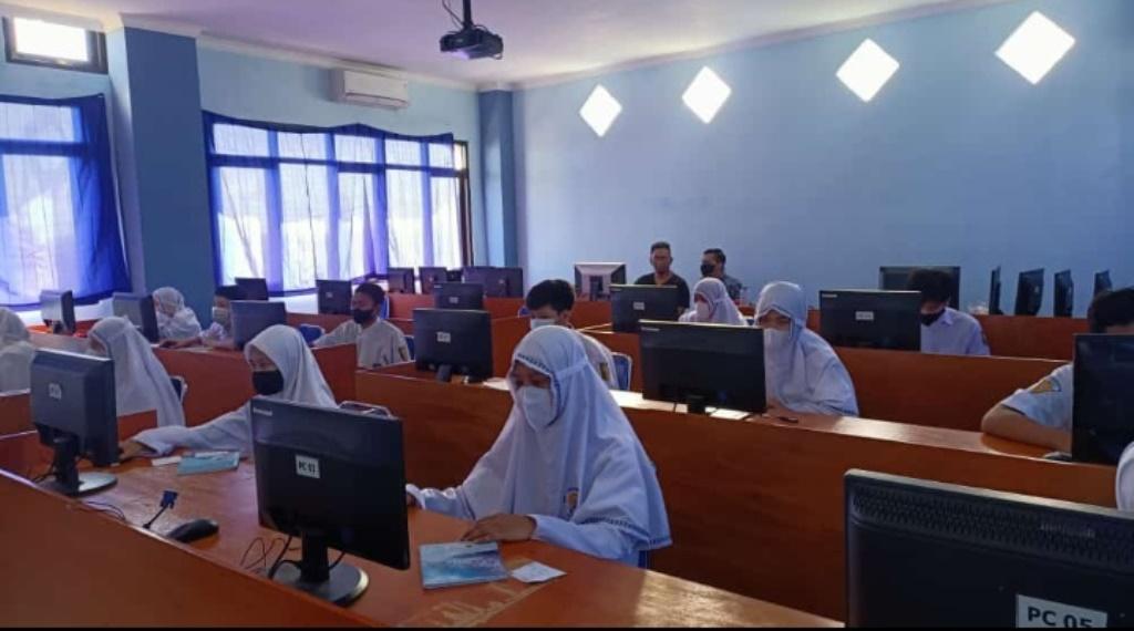 Siswa SMPM 15 Surabaya Simulasi ANBK, Sambut Assessmen Oktober Nanti 1